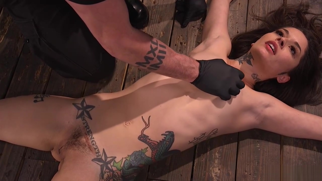 Latina slave gets whipped in device