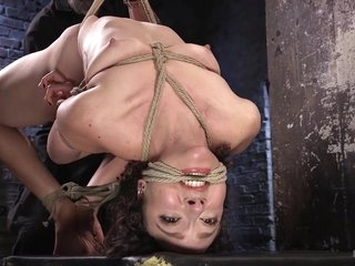 Bondage And Kink To Enjoy With This Babe