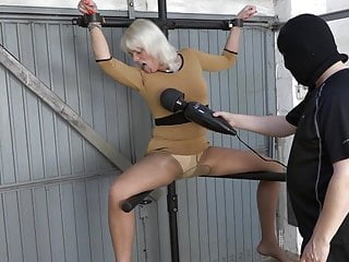 Squirting on the leg spreader