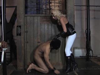 Brit dominatrix kicks sub on the balls